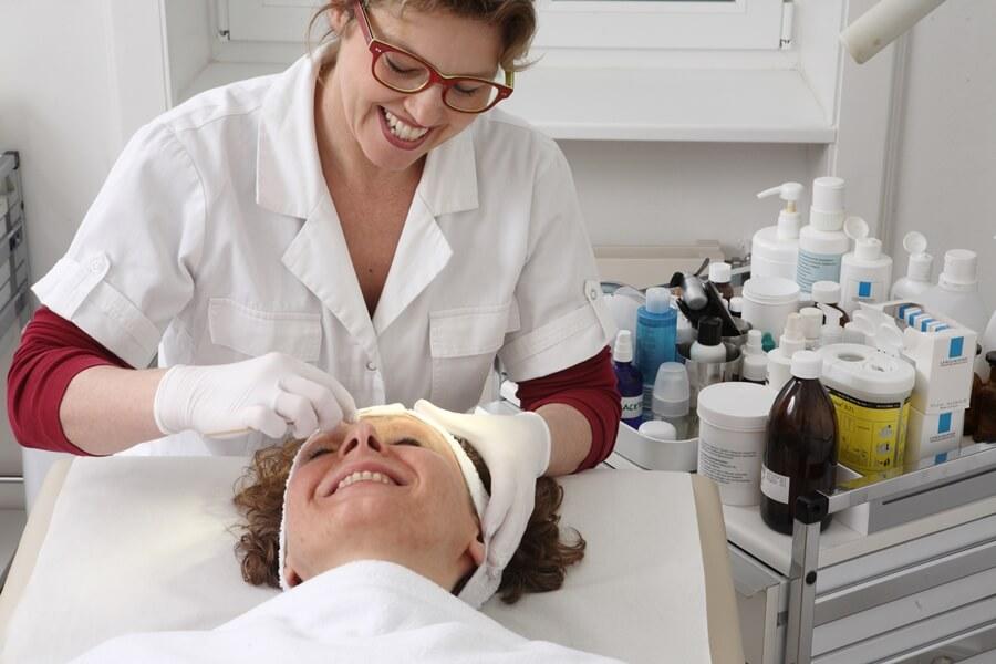 Dr. Sylvia Holle-Robatsch - Fachärztin für Dermatologie und Angiologie